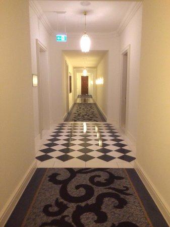Hotel Atlantic Kempinski Hamburg: To the room