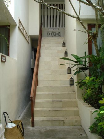 Arana Suite Hotel : stairs to the 2nd floors