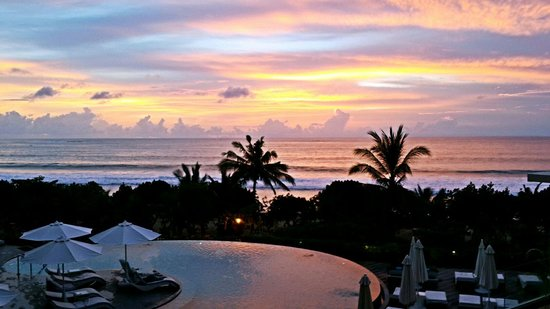 Sheraton Bali Kuta Resort: Sunset from the lobby
