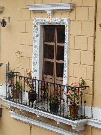 Hotel Casa San Marcos: Detail of building across the street