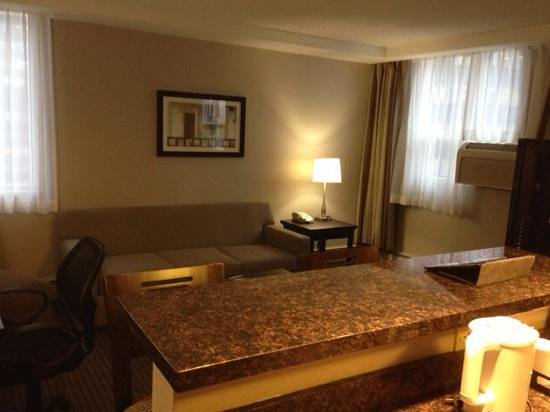 Regency Suites Hotel Calgary: sitting area