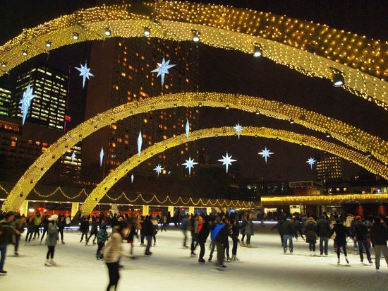Nathan Phillips Square: the rink