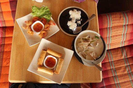 Happy Turtle: Shrimp tempura, spring rolls, rice, coconut soup