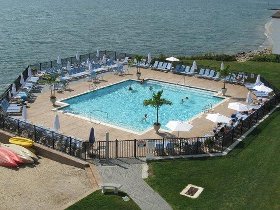 Water's Edge Resort & Spa : Outdoor pool