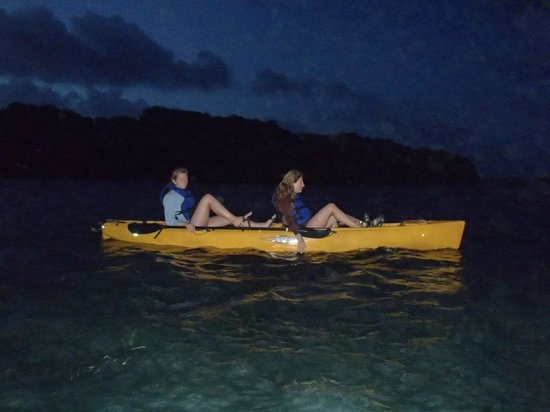 Virgin Kayak Tours: Night begins to fall as we approach the bay.