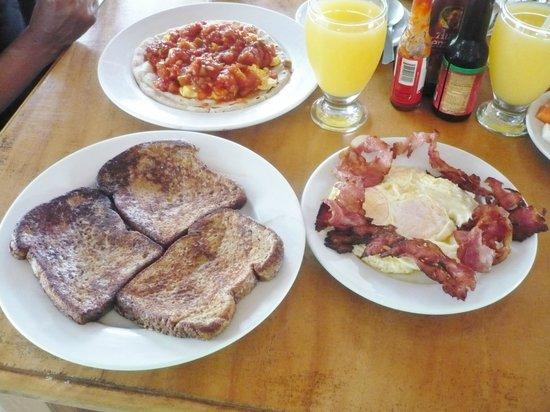 Hotel Popoyo: French toast & rancheiro brekfast