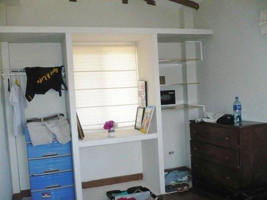 Hotel Popoyo: Closet space