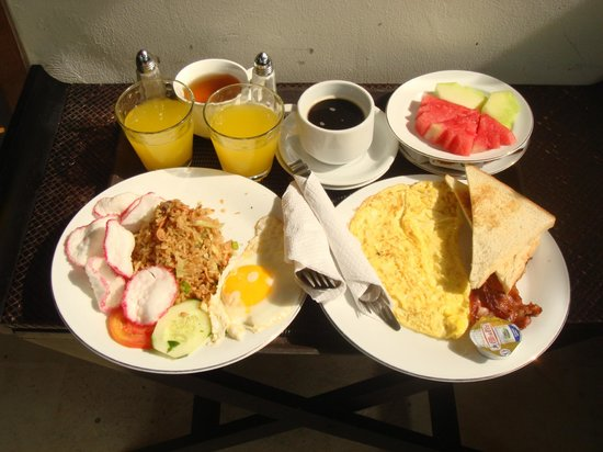 Arana Suite Hotel: Breakfast delivered to room
