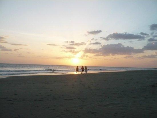 Hotel Popoyo: Popoyo beach at sunset