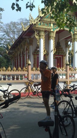 SpiceRoads Cycle Tours - Day Tours: temple stop