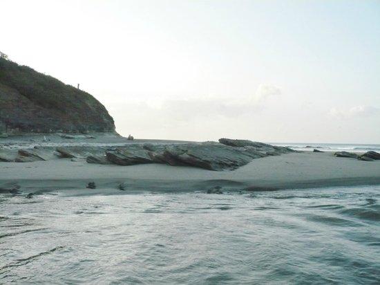 Hotel Popoyo : Small river meeting ocean