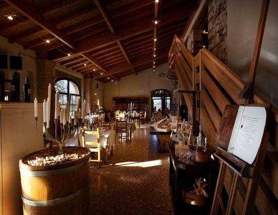 Locanda del Bugiardo: The Main Dining Area