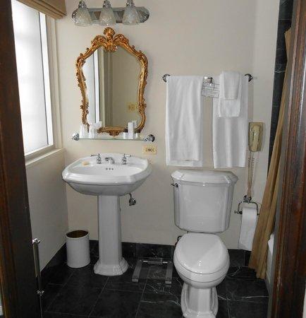 Hotel Baker : Bathroom
