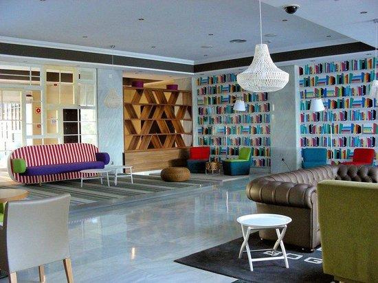 Tryp Malaga Guadalmar Hotel : Lobby seating