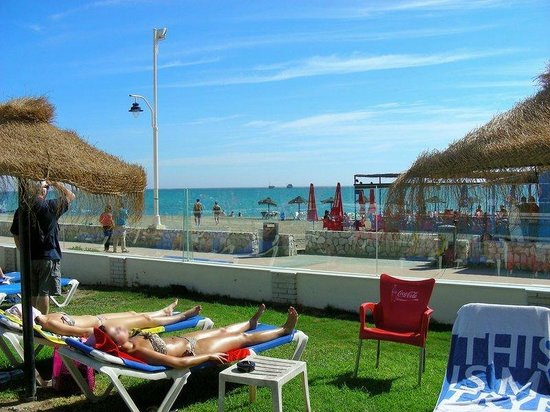 Tryp Malaga Guadalmar Hotel : Beach view from the pool