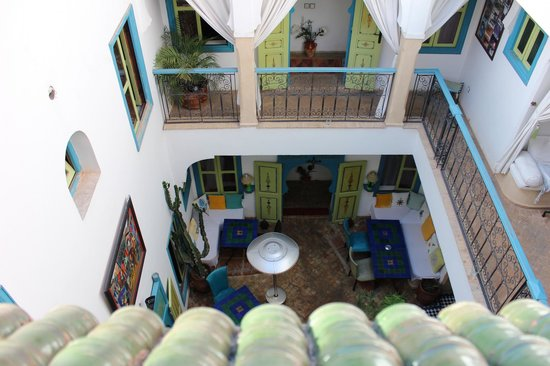 Riad Les Lauriers Blancs : Looking down from the room window
