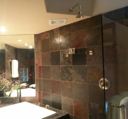 Nakoma Spa: Shower