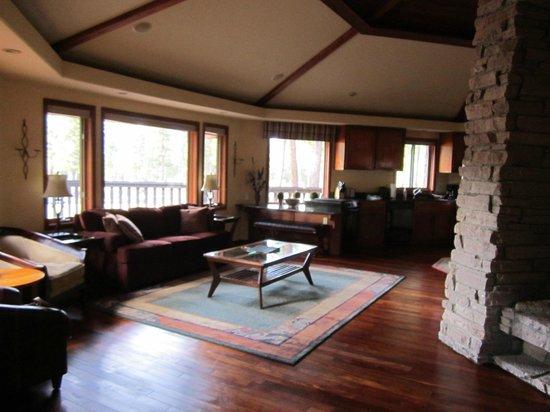Nakoma Spa: Living Room