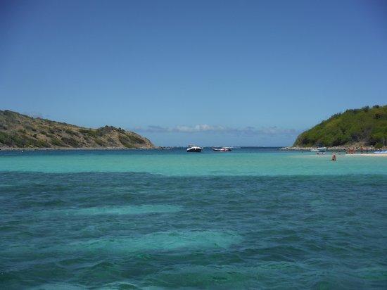 Captain Alan's Three Island Snorkeling Adventure : Island lunch location