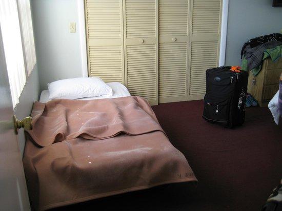 Neptune Hollywood Beach Hotel: petit lit d'enfant sur demande