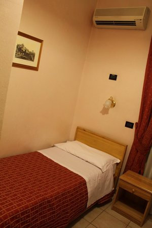 Espana Hotel: BEDROOM