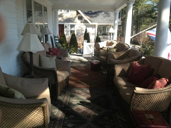 Abbington Green Bed and Breakfast Inn: Front porch