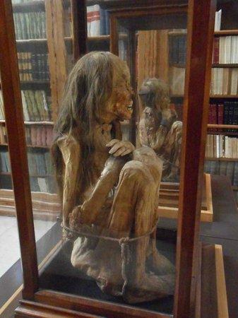 Carmo Archaeological Museum : creepy mummies