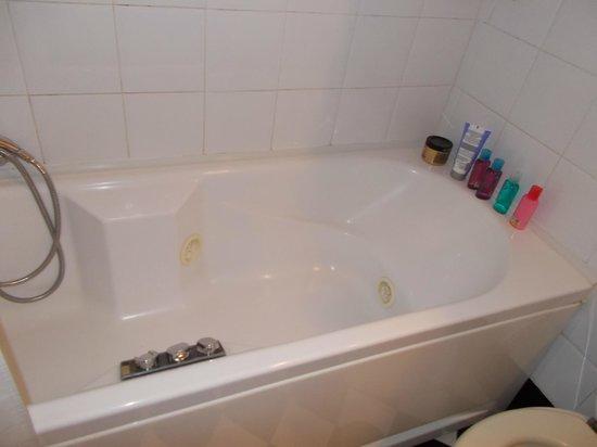 Atlante Garden Hotel : bathroom