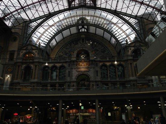 Bahnhof Antwerpen-Centraal: Interior da Estação