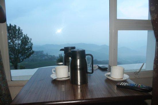 Misty Mountain Resort : having tea in the mist