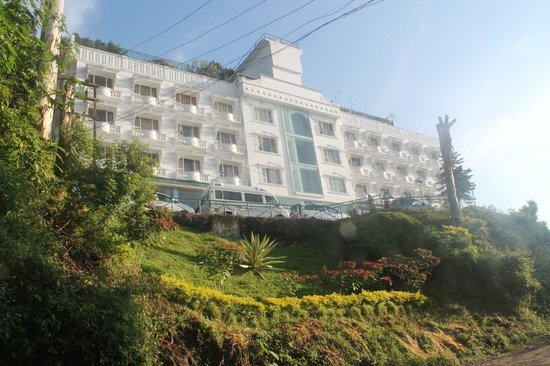 Misty Mountain Resort : hotel view from the road