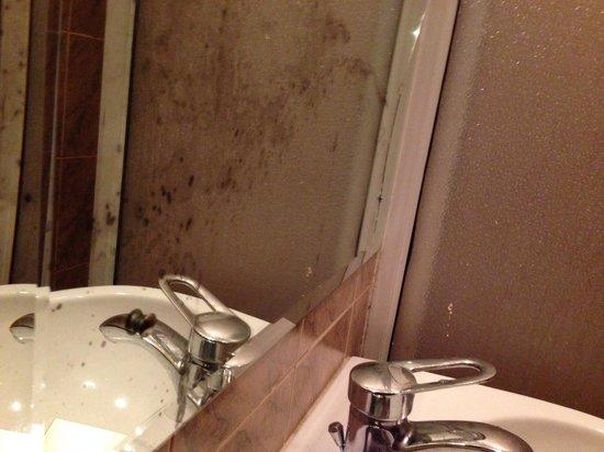 Hotel Amanda Hills: Bath