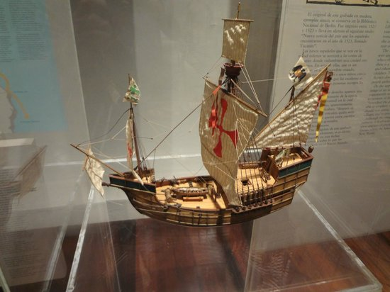 Museo de la Isla de Cozumel: Ship model on display