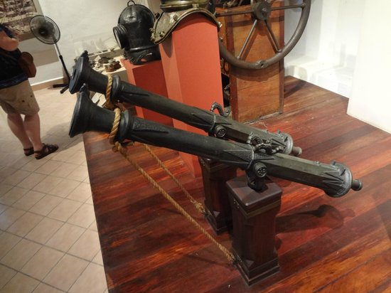 Museo de la Isla de Cozumel: Falcones small swivel guns on display