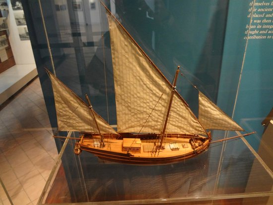 Museo de la Isla de Cozumel: Model ship on display