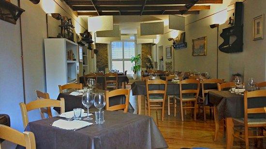Sala principale rustica e moderna al contempo foto di la for Immagini taverna rustica