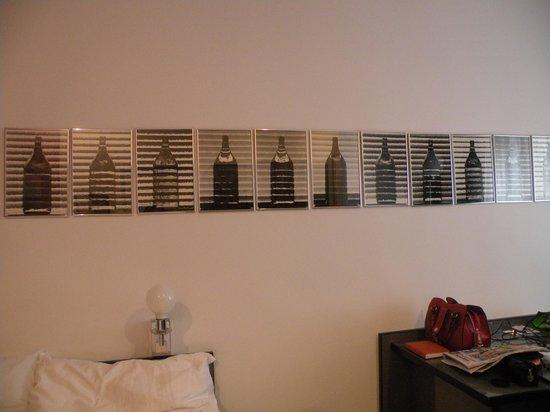 Hotel KUNSThof: Расположение кровати и бра