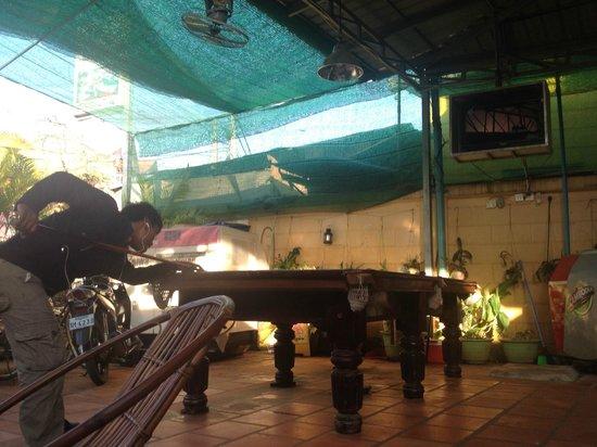 Hostel Siem Reap: Pool table