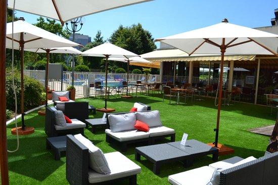 Mercure Beaune Centre : Terrasse Bar Piscine
