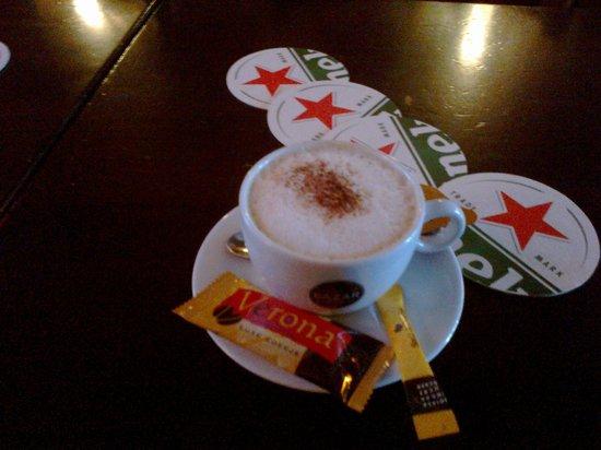 Royal Taste Hotel Amsterdam: ottimo cappuccino del bar