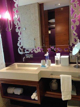 W Singapore Sentosa Cove: Bathroom
