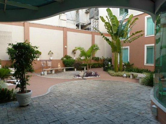 Go Inn Manaus : Courtyard