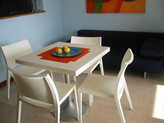 ApartHotel Vila Luz: dining inside room