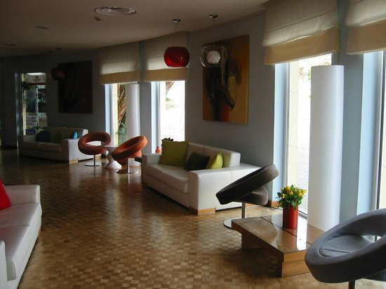 ApartHotel Vila Luz: entrance to bar/loung