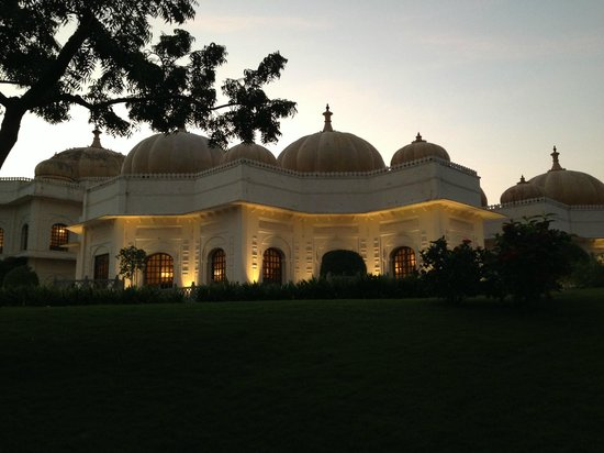 The Oberoi Udaivilas: Hotel from waterside