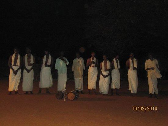 Orange County Resorts Kabini : karuba tribe dance performance