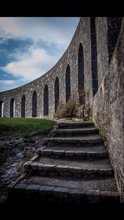 McCaig's Tower: Steps up