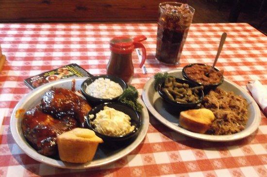 Bennett's Pit Bar-B-Que: Lunch portions.
