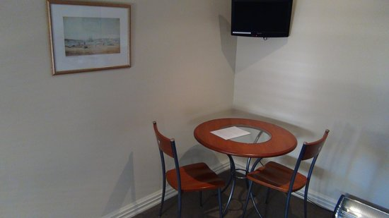 City Cottages: Dining area