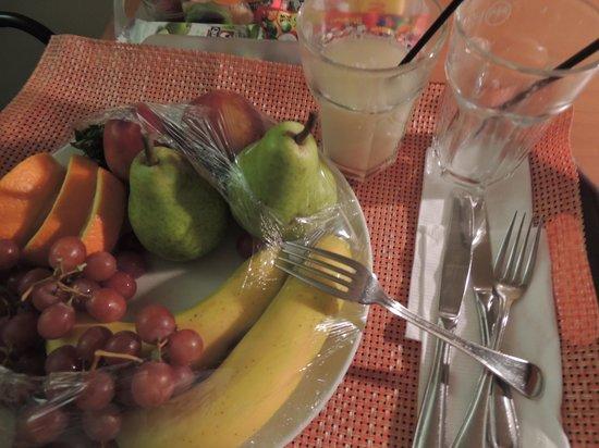 Atton Las Condes: Frutas fresacas